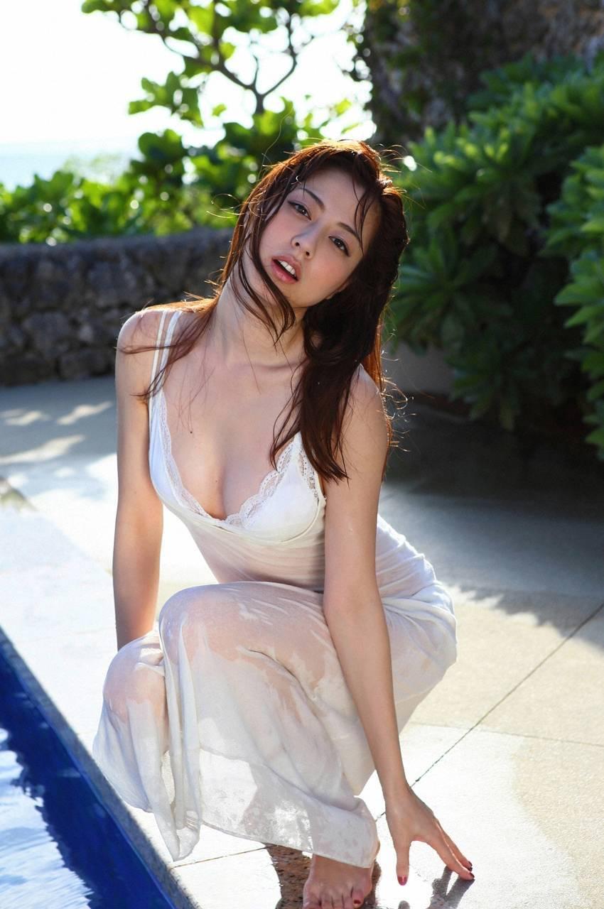 モデル・杉本有美の思わず触れたくなる妖艶ボディCカップ水着グラビアがエロい!画像まとめ(50枚)